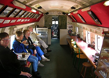 Passagierflugzeug DC3 als Café
