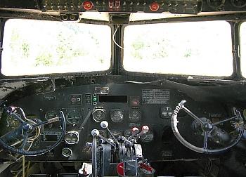 Cockpit der alten DC3