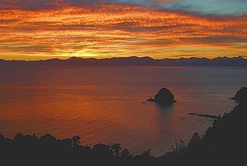 Sonnenaufgang auf der Terrasse des Split Apple Rock Homestay