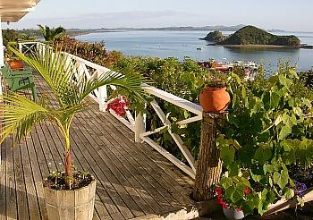 Blick von der Terrasse des Totaras B&B auf die Bay of Islands