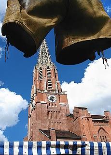 Auer Dult vor der Mariahilf Kirche (Mai)