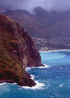 Wilde Steilküste bei Maratea (Januar)