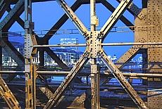 Stillgelegte Eisenbahnbrücke in Bratislava (März)