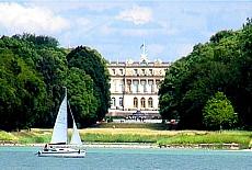 Blick zur Fraueninsel mit Kloster (August)