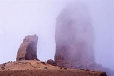 Roque Nublo im Nebel (Juni)
