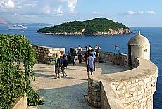 Wehrturm auf der Stadtmauer von Dubrovnik (März)