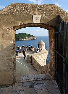 Rundgang auf der Stadtmauer in Dubrovnik (Juni)