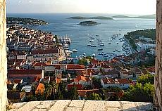 Altstadt und Hafen von Hvar (November)