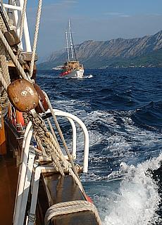 Hart am Wind entlang der Makarska Riviera (Januar)
