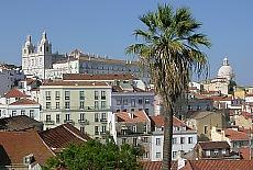 Blick vom Mirador Santa Lucia auf die Alfama (September)