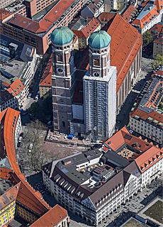 Frauenkirche und Hirmer von oben (Mai)