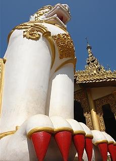Tempelwächter in Bago (Mai)