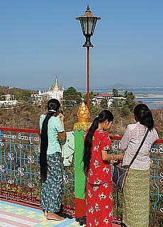Junge Burmesinnen in Sagaing (September)
