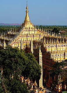 Goldene Thanboddhay Pagode in Monywa (Januar)