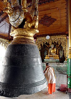 In der Shwedagon Pagode in Yangon (Februar)