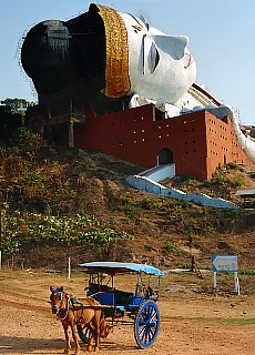 Größter liegender Buddha der Welt in Mudon (September)