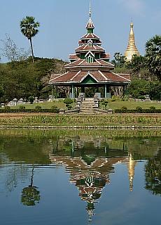 Park nahe der Shwedagon Pagode in Yangon (April)
