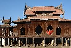 Junge Mönche im Shwe Yaunghwe Kloster (Juli)
