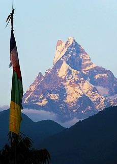 Sanctuary Lodge mit Machapucare (Januar)