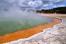 Champagne Lake im Waitapu Thermal Park (September)