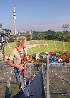 Hoch oben auf der Olympiazeltdachspitze (August)