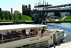 Ausflugsdampfer auf dem Mittellandkanal (Mai)
