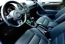 Sportsitze in schwarem Leder im VW Golf GTD (Dezember)
