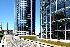 Autotürme in der VW Autostadt (Februar)