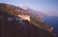 Kloster Simonopetra mit Berg Athos (Januar)