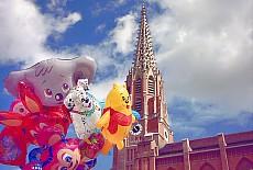 Maidult vor der Mariahilfkirche (November)