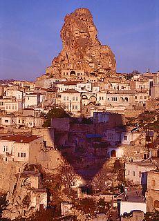 Blick auf den Burgfelsen von Ortahisar (Februar)