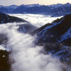 Blick aus 3500 m auf die Nebelfelder im Tal (Juli)