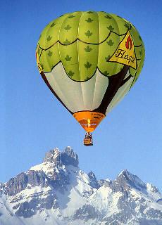 Hot Air Ballooning vor der Bischofsmütze in Filzmoos (Dezember)