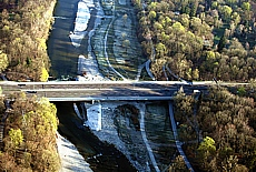 Brudermühlbrücke über die Isarauen (Februar)