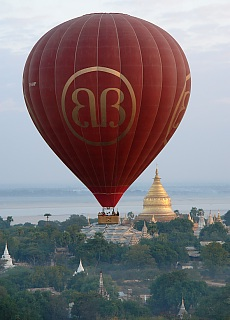 Shwezigon Pagode in Bagan (März)
