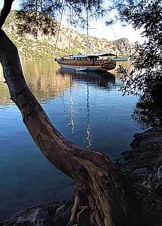 Türkische Gulet in der Bucht von Monastir (Februar)