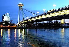 Donaubrücke in Bratislava (Februar)