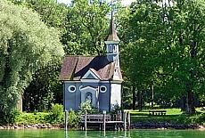Kreuzkapelle auf der Fraueninsel (Juni)