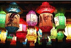 Chinesische Lampions im Wasserdorf Wuhzen (Dezember)