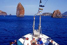 Bootsausflug zum Pietralunga in der Meerenge zwischen Lipari und Vulcano (August)