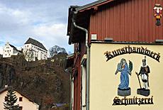 Holzschnitzer Kunsthandwerk beim Schloss Wolkenstein (September)