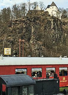 DDR Eisenbahnrestaurant mit Schloss Wolkenstein (Mai)