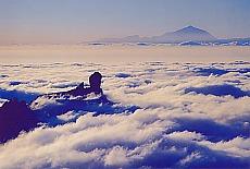 Blick vom Pico de las Nieves zu Roque Nublo und Teide (März)