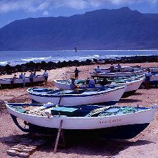 Versunkenes Schiff am Strand von Famara (Februar)