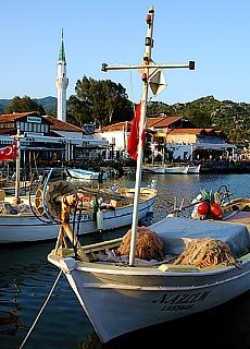 Fischerboote im Hafen von Üçagiz (Mai)
