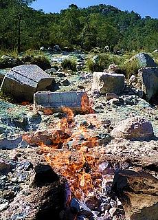 Feuerfeld Yanartas bei der Kultstätte Chimaira (August)