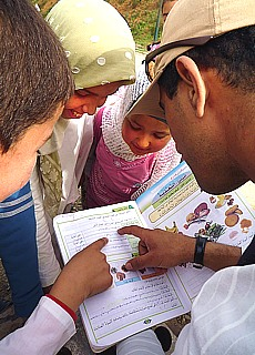 Marokkanische Schulkinder in Chefchaouen (September)