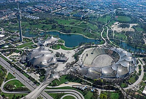 Olympiapark mit Olympiaturm und Zeltdach (Dezember)