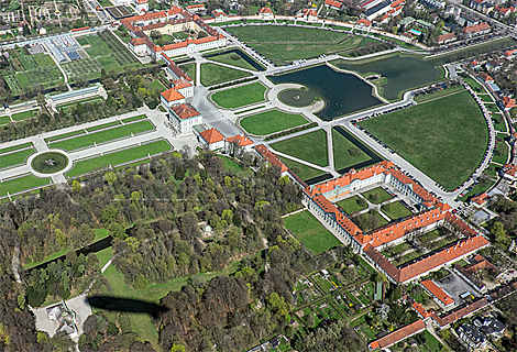 Schloss Nymphenburg mit Lustschloss (November)