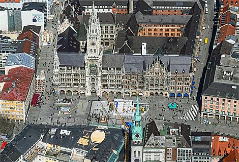 Marienplatz, Rathaus und Alter Peter (Oktober)